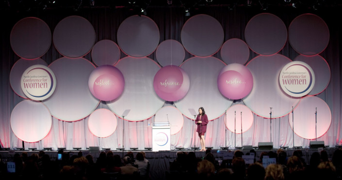 A 3000 person conference stage set